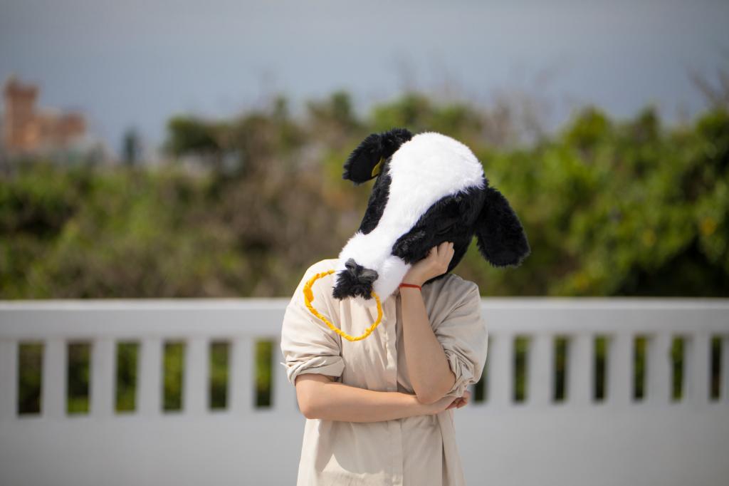 電気料金に悩む牛